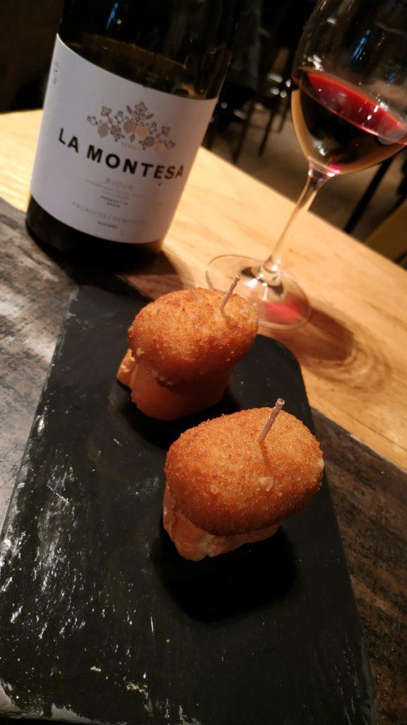 croquetas and wine